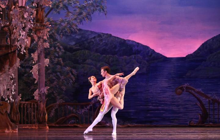 Dancers Christian Clark and Rachel Van Buskirk in Atlanta Ballet's Nutcracker. Photo by Charlie McCullers