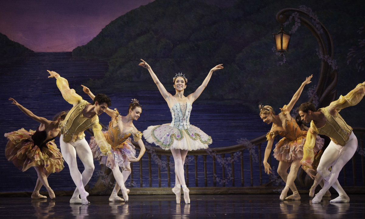nutcracker review The nutcracker demonstrates the best attributes of the house theatre of chicago's original formula – heart, whimsy, charm, rich humor, and clear storytelling utilizing puppets, music, terrific lighting and honest humor.