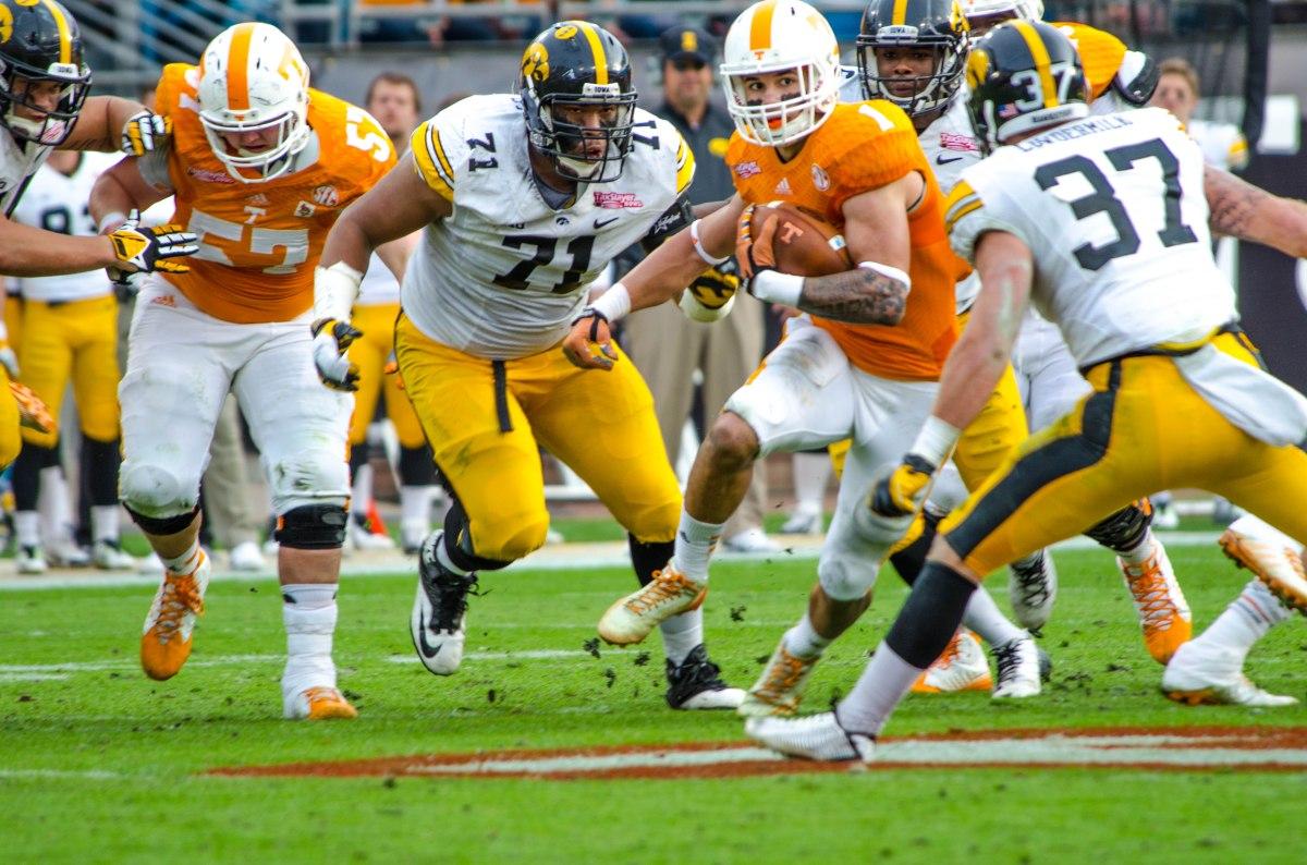 Tennessee Wins Tax Slayer Bowl 45 28 Over Iowa The Peach