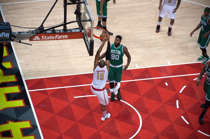 Al Horford dunks despite nagging knee injury to help Hawks seal Game 2 (Kent Foster)