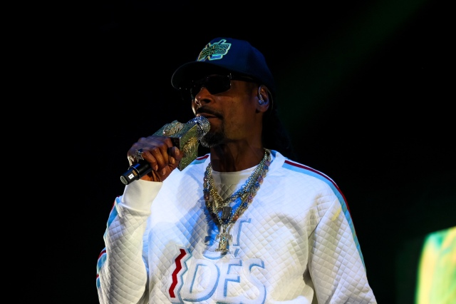 """Concert Review: Snoop Dogg's """"Puff Puff Pass Tour"""" brings"""