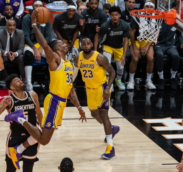 Hawks Lakers Dwight Howard dunk